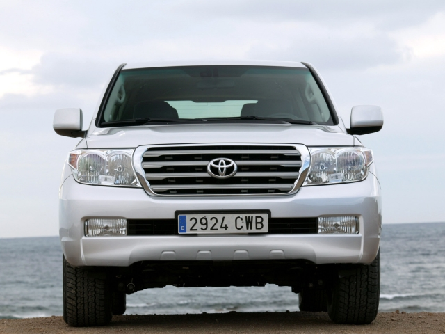 Toyota Land Cruiser 200 (2008) Фото 6